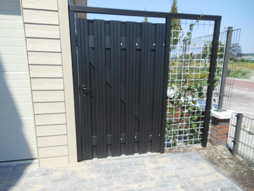 Lansingerland Zwarte, hardhouten schutting met deur
