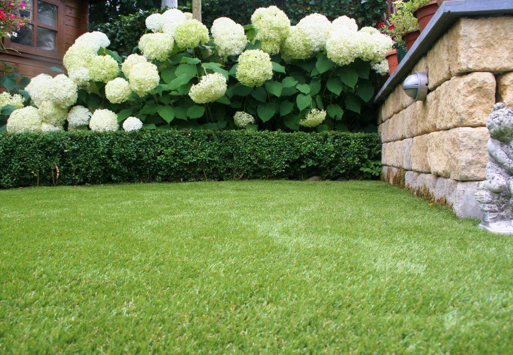 Kunstgras graskant cortenstaal corten gras kwartszand onderdoek sport onderhoudsvrij tuin natuurlijk kindvriendelijk natuurlijke uitstraling eenvoudig valdemping