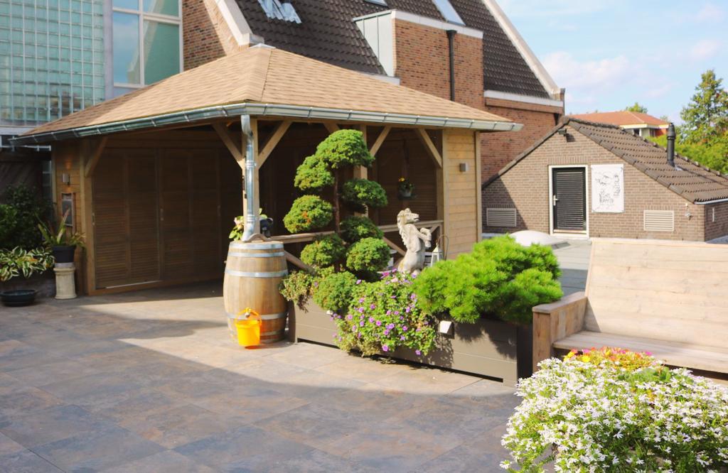 maatwerk overkapping dakterras Ysselsteyn Sfeerimpressie sierbestrating tuin tuinontwerp