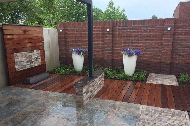 Moderne tuin met vlonder