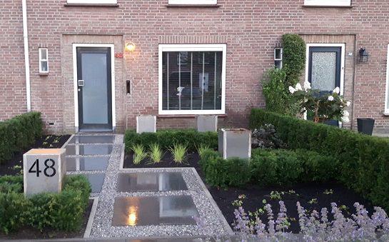 Betontegel split voortuin Ysselsteyn Sfeerimpressie sierbestrating tuin en terras
