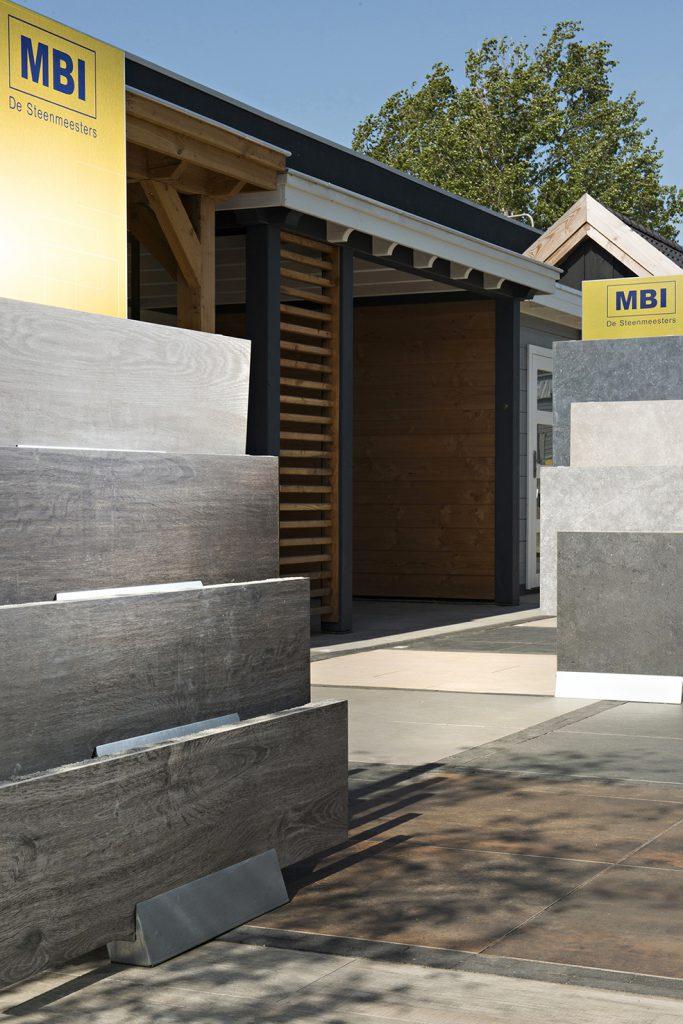 Middelburg showtuin tuin terras 60x60 terrastegels, tuintegels, sierbestrating, keramische tegels, betontegels, tuintegels in beton, geoceramica, keramiek en natuursteen