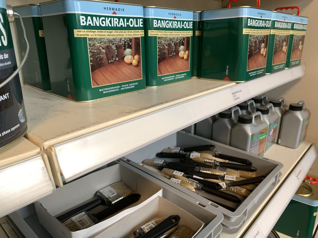 Bangkirai-olie en kwasten