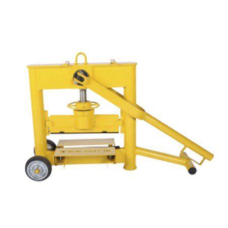 Verhuur gereedschap aanhangwagen kunstgras borstel steenknipper kruiwagen hamer grondboor handhei trilplaat