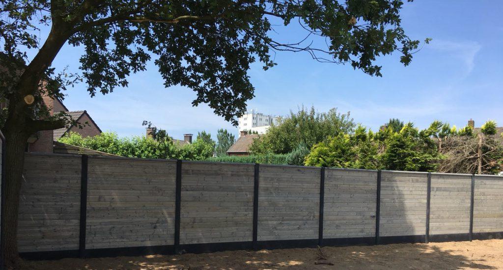 Schutting omheining hek omrastering omtuining schutsel tuinscherm tuinplaten afscheiding poorten