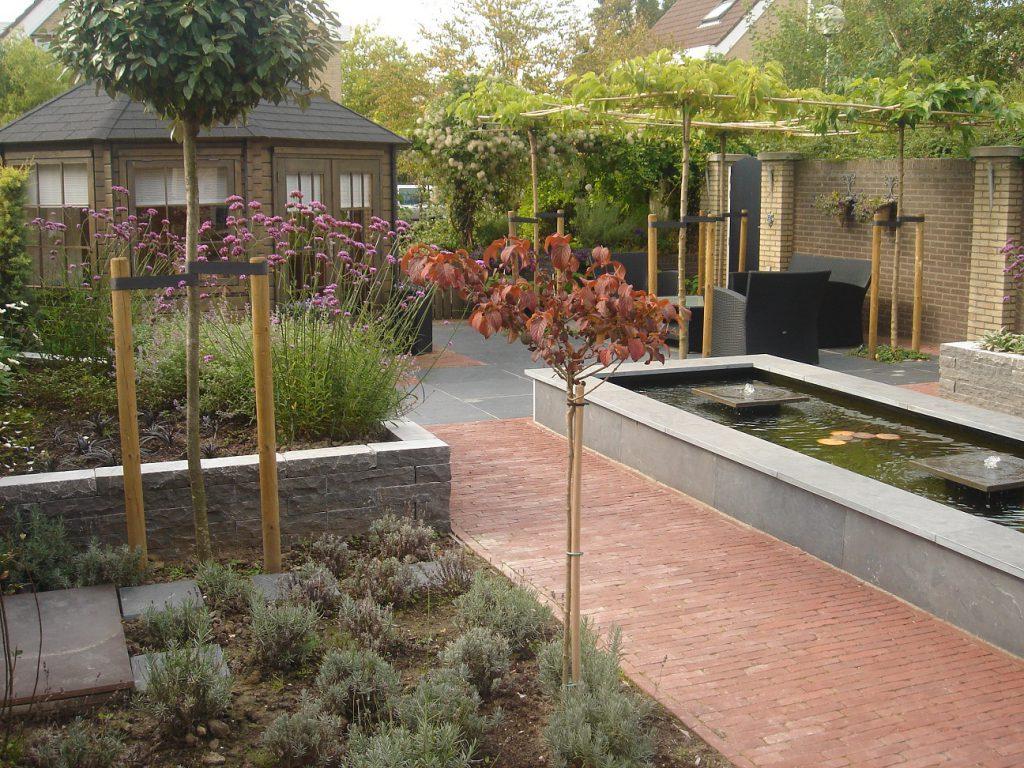 Vijver waterelement waterornament water zwembad afwatering zwemvijver fontein ornament vijveraanleg tuinvijver