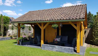 Ysselsteyn kapschuur scandinavisch vurenhout hout schuur tuin sfeer tuinhuis veranda overkapping blokhut buitenverblijf terrasoverkapping kapschuur terras trends
